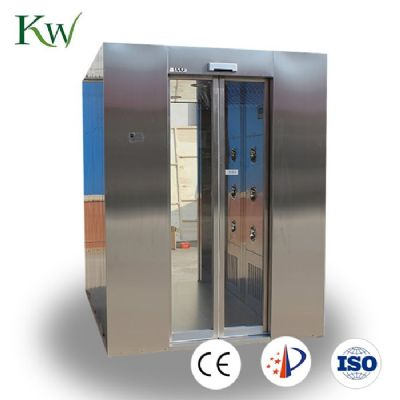 Automatic sliding door air shower